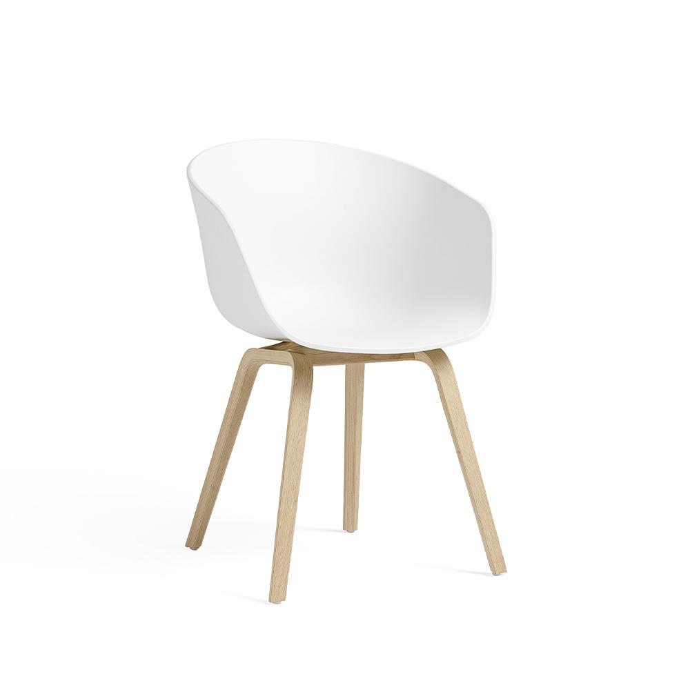 DESIGNDELICATESSEN HAY – About a Chair AAC22 skaldstol