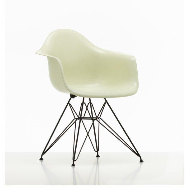 Vitra Eames Fiberglass Armchair DAR | Pulverlakeret