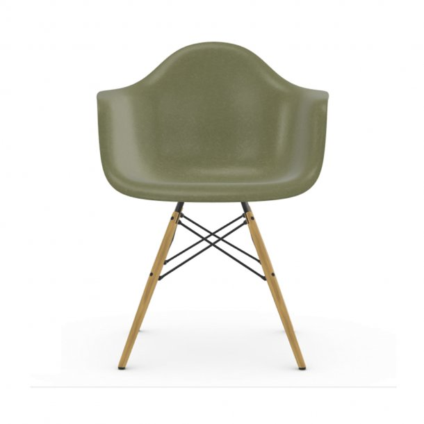 Vitra - Eames Fiberglass Armchair DAW | Lyst Ahorn