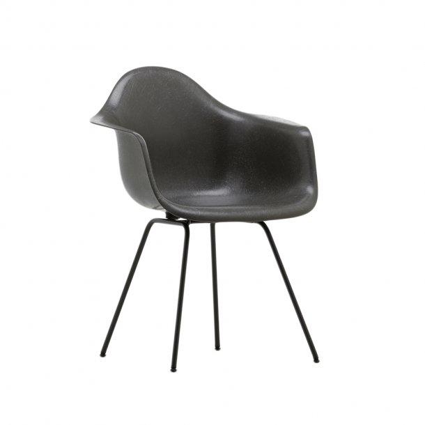 Vitra - Eames Fiberglass Armchair DAX | Pulverlakeret
