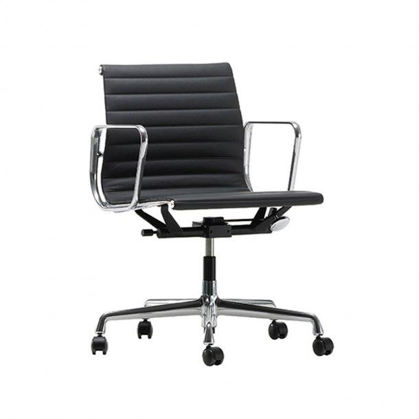 Vitra - Aluminium Chair EA 117   Premium L 40 læder/ tekstil