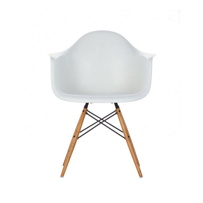 Eames Plastic Armchair DAW - Lyst ahorn