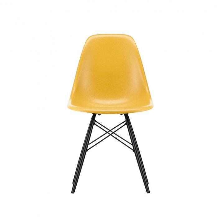 Vitra - Eames Fiberglass Side Chair DSW   Sortlakeret ahorn
