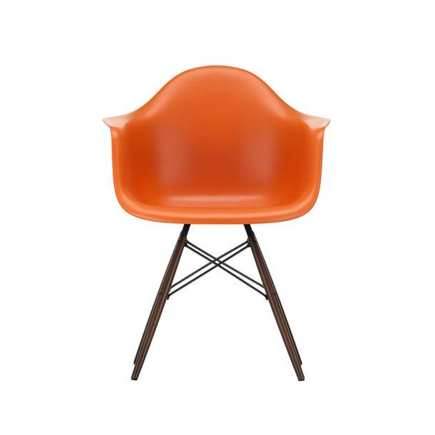 Vitra - Eames Plastic Armchair DAW | Mørkbejdset ahorn