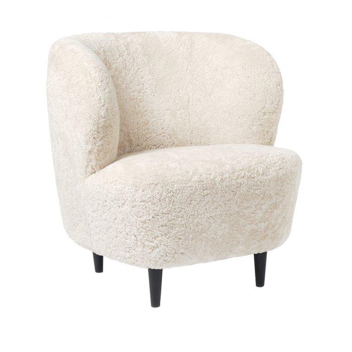 Gubi - Stay Lounge Chair | Black Stained Oak, Moonlight Sheepskin
